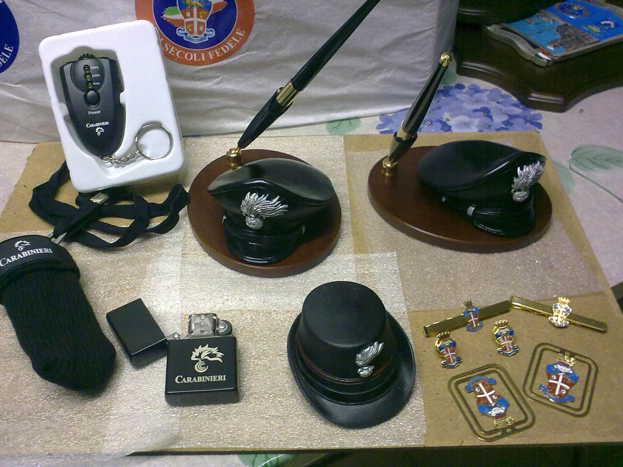 Oggetti regalo carabinieri